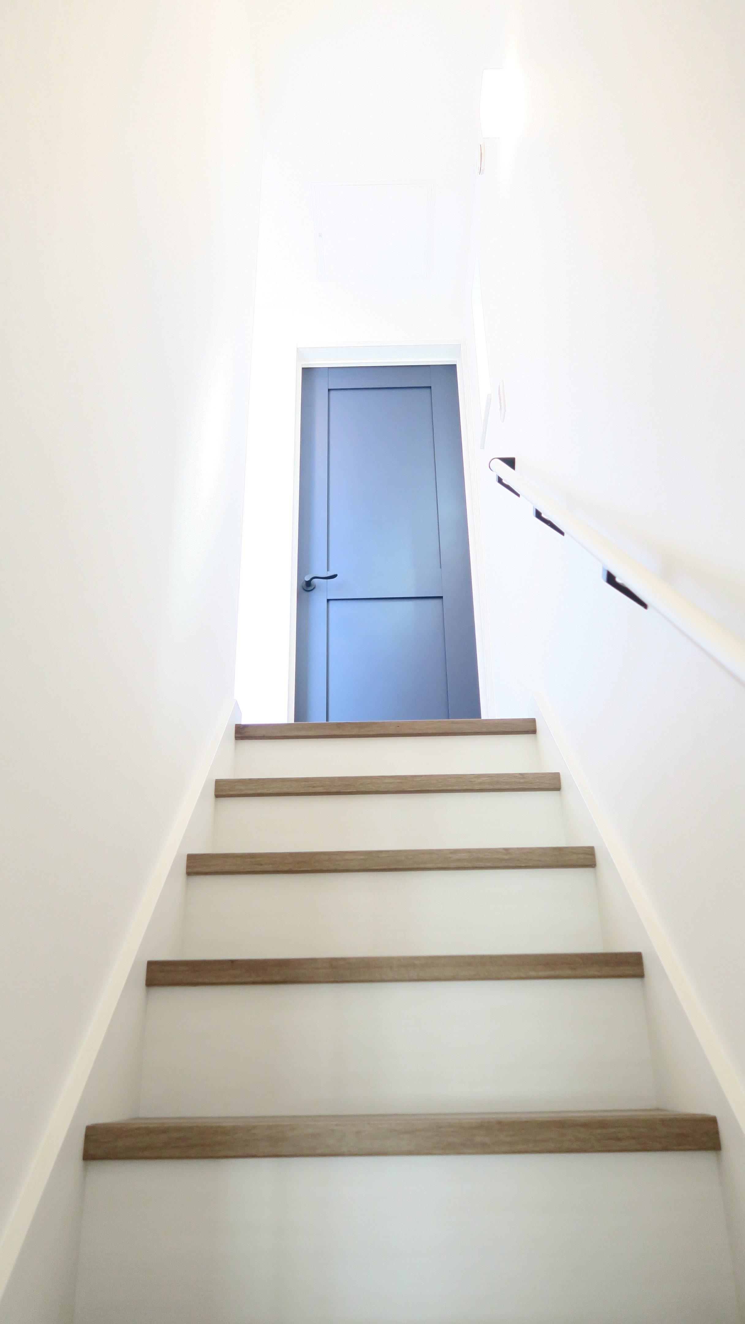 新田3丁目 自社分譲 3F階段